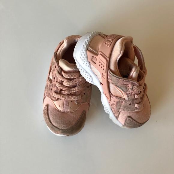 a81a9c6cfc7b Nike Huarache Toddler Shoes in Pink Leopard. M 5c00c1a7baebf6127cfdba20